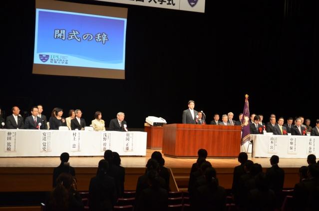 厳粛な雰囲気の中、入学式が行われました。